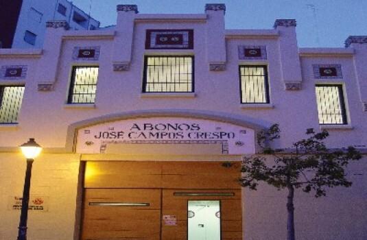 Fachada del Centro Deportivo de La Creu del Grau en la calle Islas Canarias de Valencia/ayto vlc