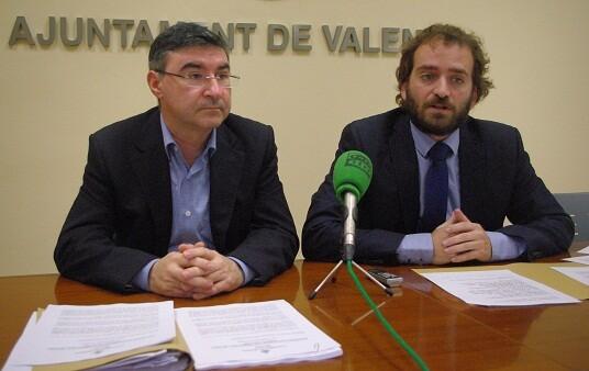 Los ediles Pedro Sánchez y Salva Broseta en una rueda de prensa/gms