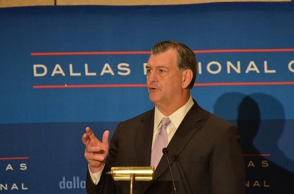 El alcalde de Dallas visita está tarde el Palacio de Cervelló y mañana La Lonja