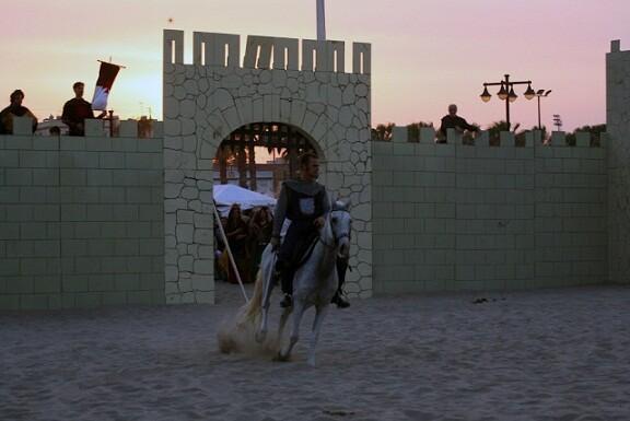 Un momento de la escenificación de La Gesta de El Cid en la playa de las Arenas/amycm