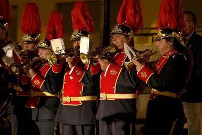 La banda de cornetas y tambores de Sant Lluís Bertrán abrirá los actos a las 20 horas con su indumentaria estival/vlc