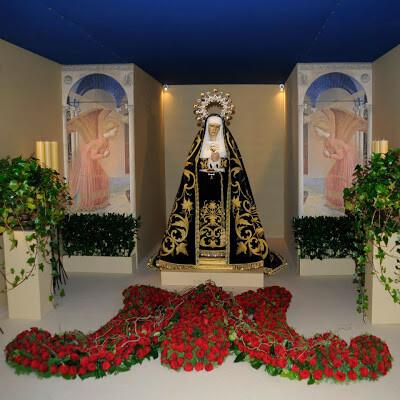 La Dolorosa del Cabanyal en la casa donde se la veneró la pasada Semana Santa /jmssmv-juan carreño