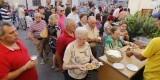 Unas 700 personas acudieron a participar, ver y degustar alli-pebre a El Palmar/Manuel Molines