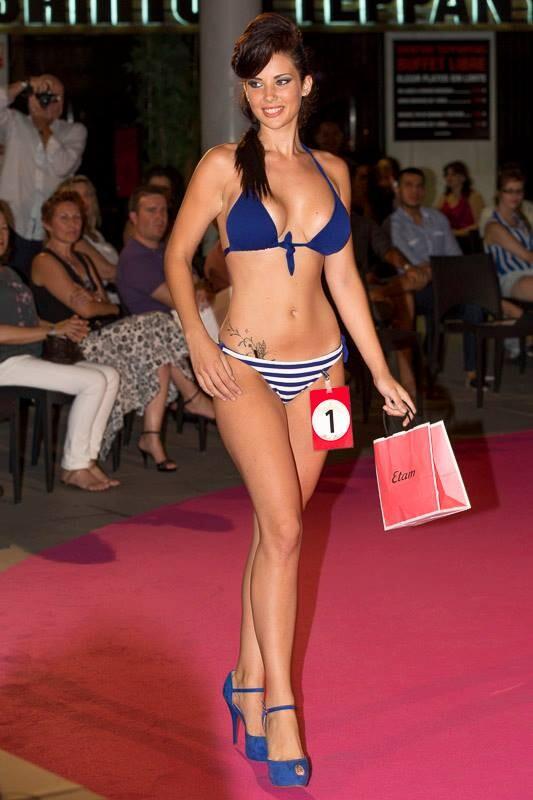Maria Boronat durante el pase de traje de baño