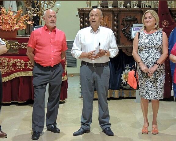 El concejal de Fiestas, Francisco Lledó, ayer en la inauguración de la exposición sobre Semana Santa/r.m.