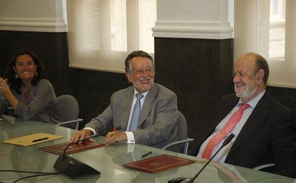 La edil Simón, el vicealcaldeGrau y el ex presidente del Parlamento Europeo, José María Gil Robles/ayto vlc