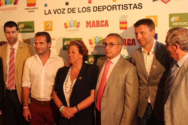 Rita Barberá, rodeada por Rubén Baraja, Miroslav Djukic y el presidente del COE, Alejandro Blanco. Foto: Javier Furió