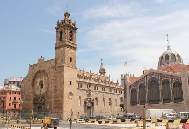 La iglesia de los Santos Juanes, monumento emblemático del entorno del Mercat Central. Foto: Javier Furió