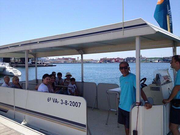 El Aquabus realiza una de las primeras travesías en la jornada de hoy/vlcciudad