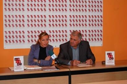 La secretaria general del colectivo con el president de la Uatae de Valencia en una imagen de archivo