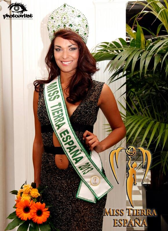 La valenciana Cristina Martinez con los atributos de Miss Tierra España 2013