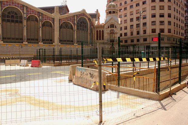 Las rampas de entrada y salida del parking de la plaza de Brujas. foto: Javier Furió