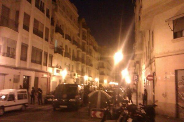Vehículos policiales en la zona de la calle Quart/laccent