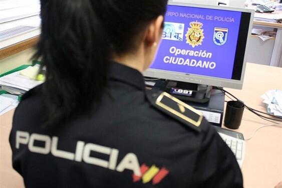 Una agente de la Policía Nacional del grupo de colaboración ciudadana/cnp