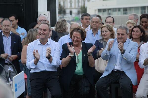Fabra, Barberá y Rus aplauden a Novo durante su discurso/ppvlc
