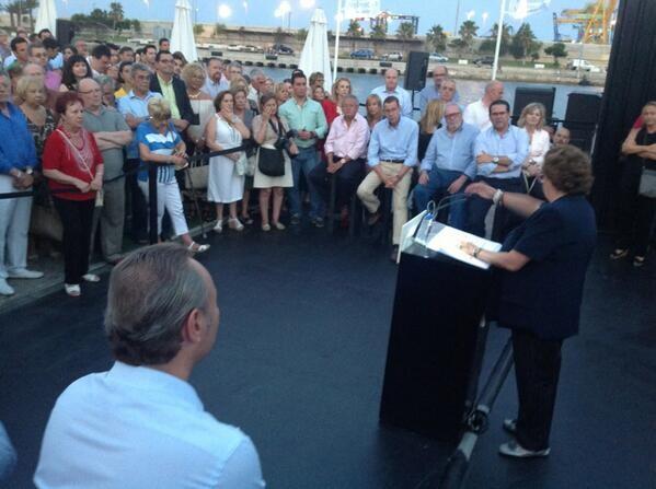 Todos escucharon atentos las palabras de la alcaldesa quien aprovechó para atacar al tripartito/ppvlc