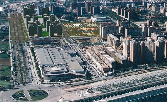 Vista aérea de la zona de Quatre Carreres con los terrenos deportivas y fincas que no se han llegado a construir/arción