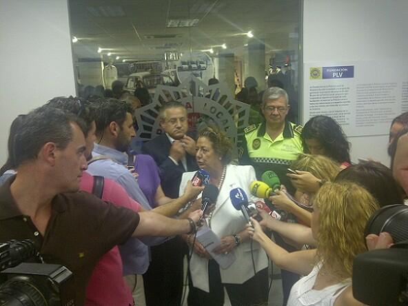 La alcaldesa de Valencia, Rita Barberá, realiza declaraciones en la inauguración del Museo de la Policía Local/p.varea