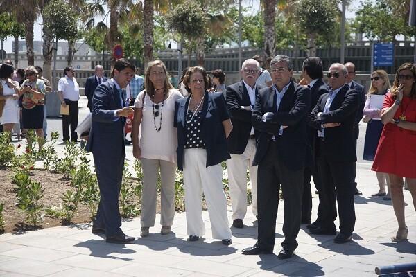 La alcaldesa, Rita Barberá, escucha a Landecho en presencia de los ediles Bernal y Grau/ayto vlc