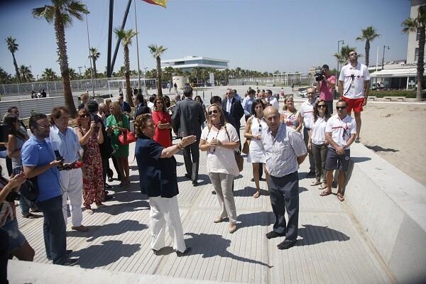 Un grupo de personas en la zona de la Marina Real y del Paseo Neptuno//ayto vlc