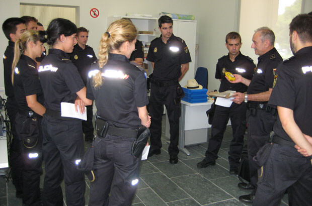 visita-policia-nacional-practicas-a-policia-de-la-generalitat