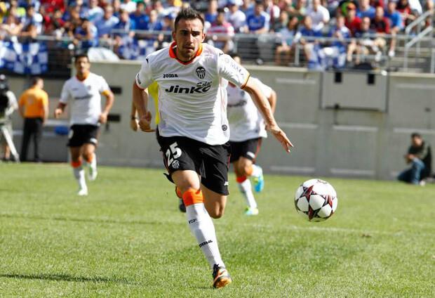 Paco Alcácer, en solitario al ataque. Foto: Valencia CF