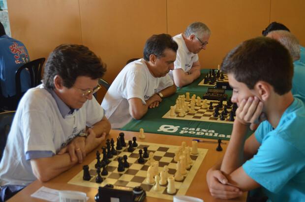 Arturo Marín, el veterano e incombustible jugador del C.A. Burjassot se llevo el premio al mejor jugador del torneo.