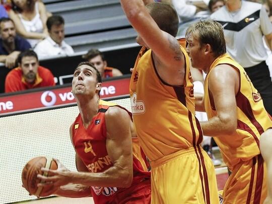 Pablo Aguilar en el España - Macedonia. Foto: Alberto Nevado/FEB
