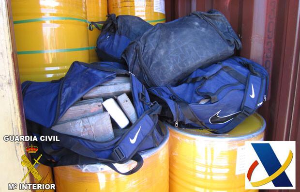 Cocaína descubierta en el interior de un contenedor en el Puerto de Valencia (foto de archivo).