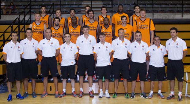 Foto de grupo del Valencia Basket en su primer día de entrenamiento.