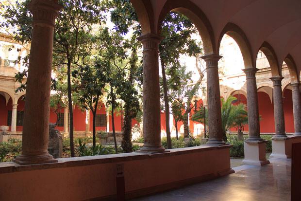 IVAM Centro del Carmen. Claustro.