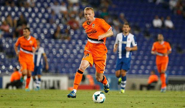 Mathieu no fue el lateral que quería Djukic. Foto: Valencia CF