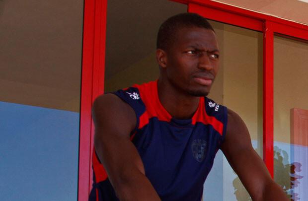 Pape Diop, entrenando en la ciudad deportiva de Buñol. Foto: Jorge Ramírez / Levante UD