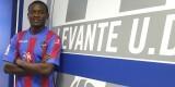 Nong posa con la camiseta granota durante su presentación como jugador del Levante UD. Foto: Jorge Ramírez / Levante UD