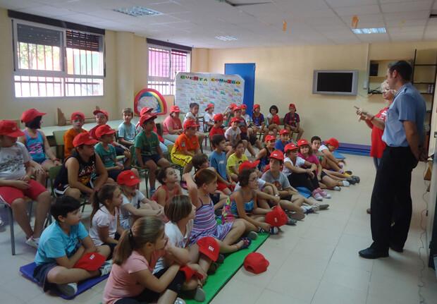 Acción de la EMT a favor de la movilidad sostenible en un colegio de Valencia.