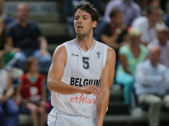 Van Rossom jugando con Bélgica.