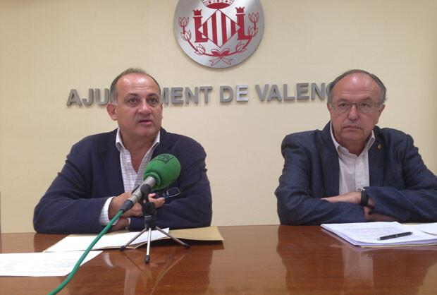 Joan Calabuig y Félix Estrela, en el ayuntamiento.