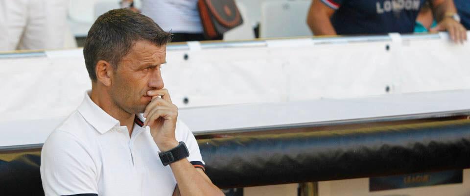 Djukic, con cara de pocos amigos. Foto: Valencia CF