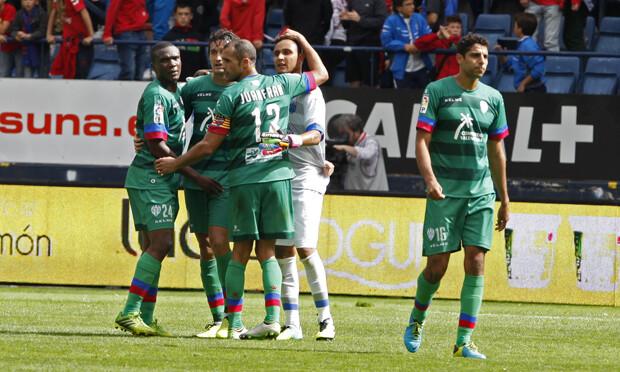 Los jugadores del Levante UD celebran el final del partido. Foto: Jorge Ramírez / Levante UD