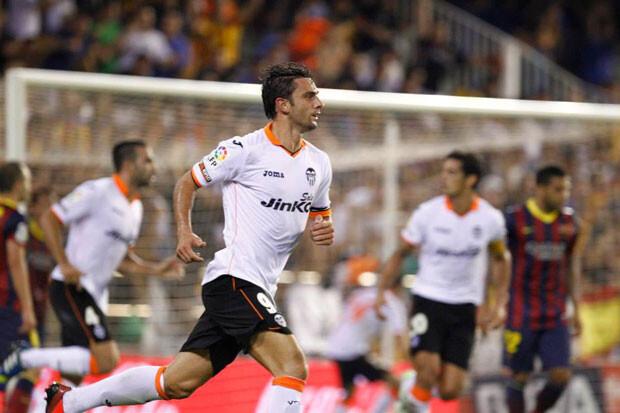 Hélder Postiga marca el primer tanto valencianista. Foto: Valencia CF