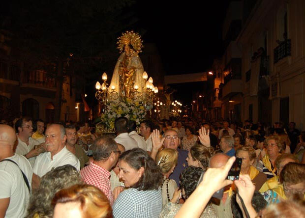Imagen peregrina de la Virgen de los Desamparados, en Cheste. Foto: Laredcomarcal