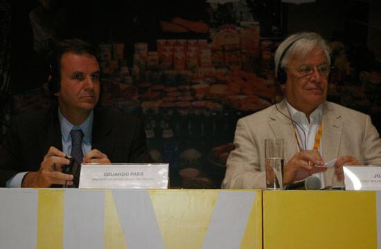 Joan Clos (a la derecha), ex alcalde Barcelona y actualmente director ejecutivo de ONU-Hábitat