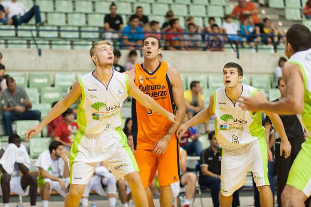 Pablo Aguilar debutó con Valencia Basket y tuvo una destacada labor. Foto: Javier Bernal / IMQuality
