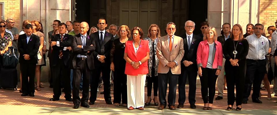 El ayuntamiento de Valencia, con Rita Barberá al frente, guardan un minuto de silencio contra la violencia de género. Foto: Ayuntamiento de Valencia