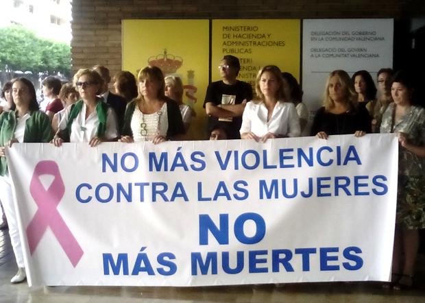 La Delegación del Gobierno en la C. Valenciana, encabezada por Paula Sánchez de Léon, muestra su repulsa por el último caso de violencia de género en Valencia.