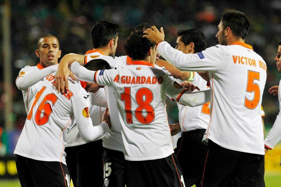 Los valencianistas celebran el gol de Paco Alcácer. Foto: Valencia CF