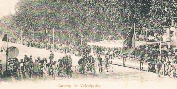 Carreras de velocípedos en la Feria de Julio, año 1902. A.P.R.S.