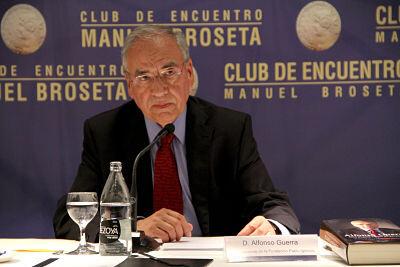Alfonso Guerra, en su intervención de ayer.
