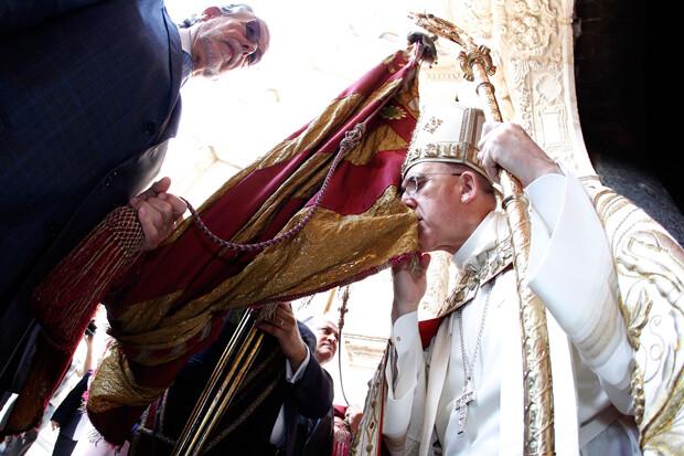Monseñor Carlos Osoro Sierra, arzobispo de Valencia preside el Te Deum a la real senyera por la celebraci√≥n del Nou D'Octubre . (foto AVAN // Alberto Saiz)