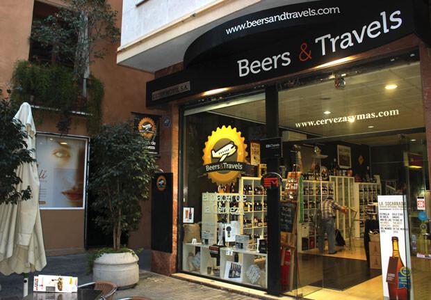 Beers & Travels, en la céntrica calle de Serranos. Foto: Javier Furió